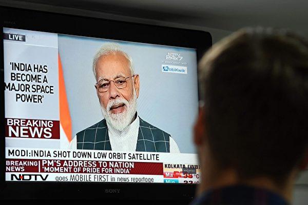 印度成功试射导弹击落卫星.jpg