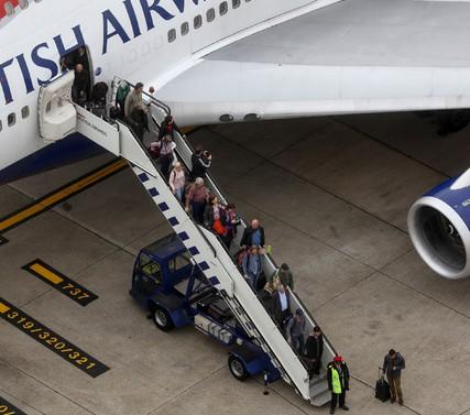"""飞机抵达""""目的地"""",乘客全都傻眼了.jpg"""