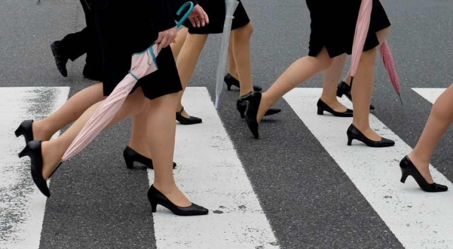 日本女性反抗高跟要求.jpg
