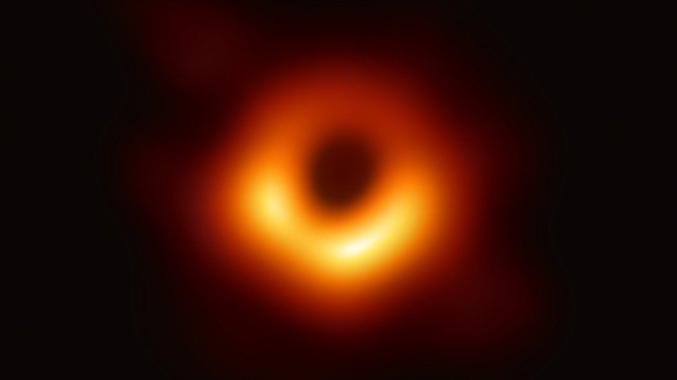 天文學家首次拍到黑洞.jpg