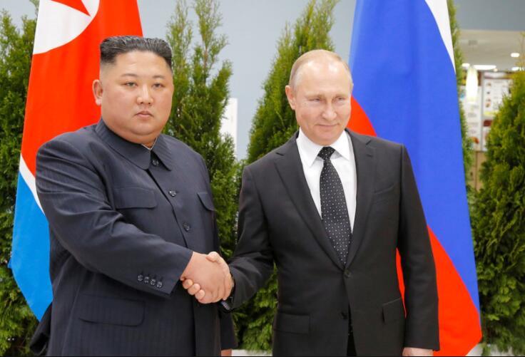 普京与金正恩举行首次会晤.jpg