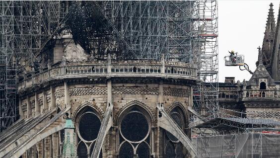 巴黎圣母院重建.jpg