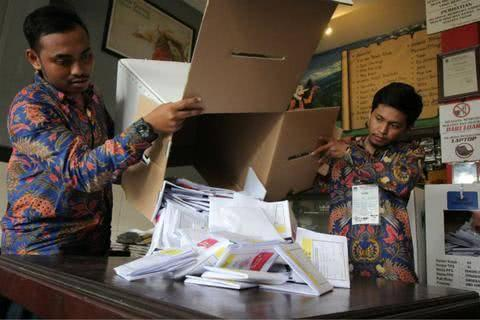 印尼大选过劳死引发民众不满.jpg