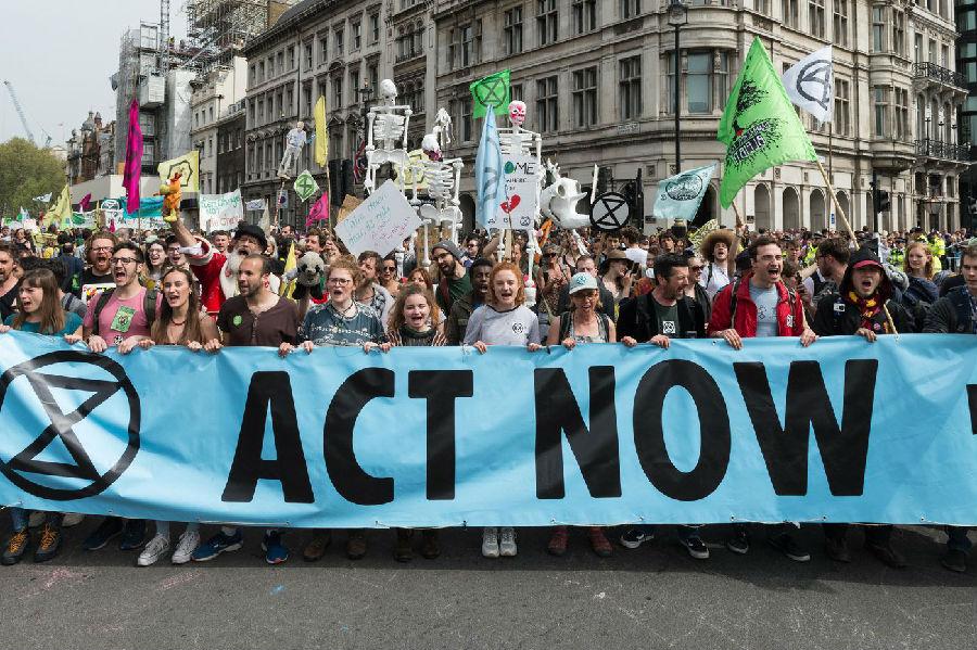 伦敦警察逮捕千名抗议者.jpg