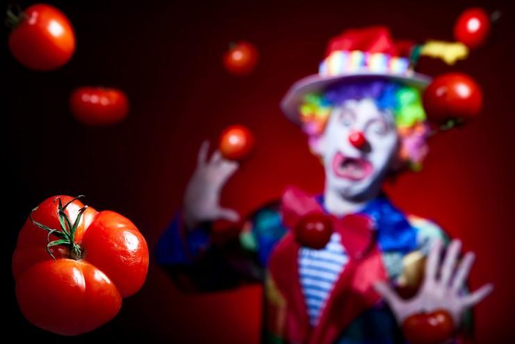 美國一名小丑給小學生發糖,引發全城恐慌.jpg