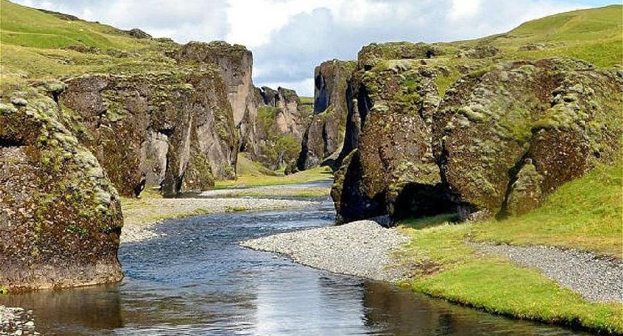 冰岛景区人满为患被迫关闭.jpg