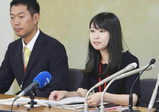 日本女性抗议穿高跟鞋上班.jpg