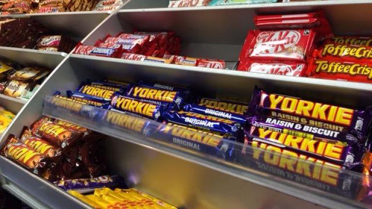 英国或将禁止糖果包装上使用卡通人物.jpg
