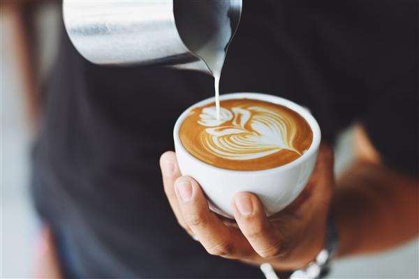 过多的咖啡因会增加引发偏头痛的几率.jpg
