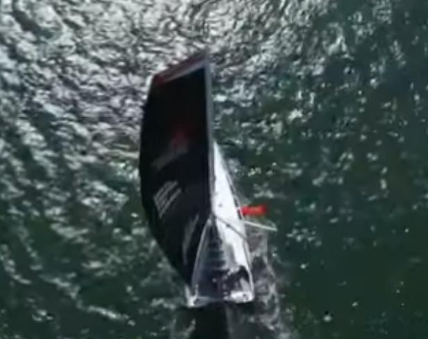 16岁女孩航行跨越大西洋.png