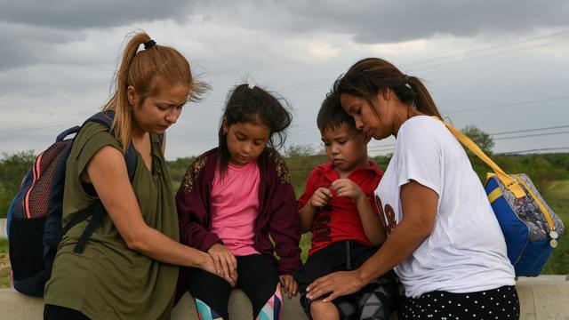 移民母亲和儿童起诉美国庇护禁令.jpeg