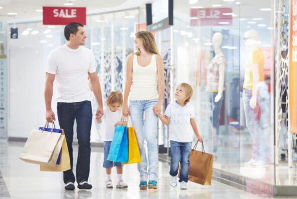 越来越多的美国年轻人购买二手衣服.jpg