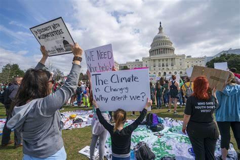 環保人士大規模抗議,導致華盛頓交通癱瘓.jpg