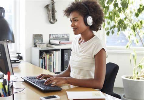 研究發現:邊聽音樂邊工作阻礙創造力.jpg