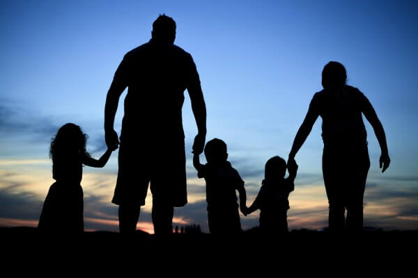 孩子独立后父母更快乐.jpg