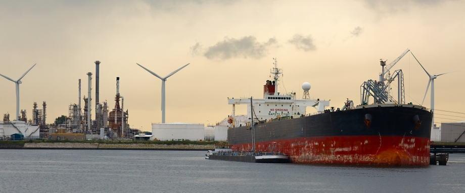 IMO航运新规旨在降低空气污染.jpg