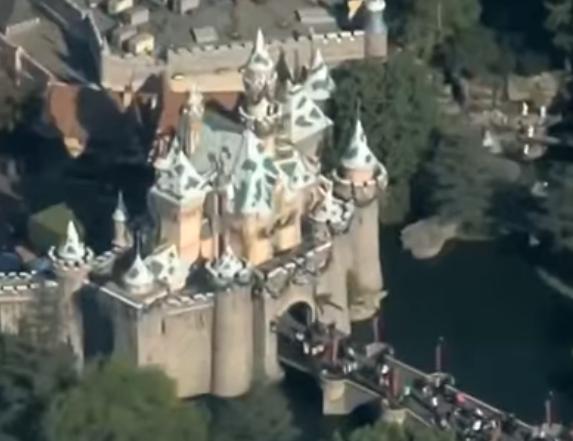 美迪士尼乐园出现停电故障.png