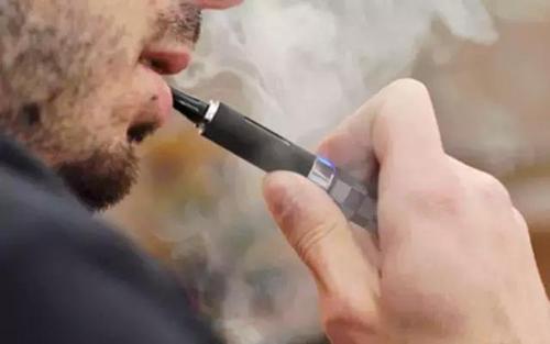 美国医学协会呼吁禁止所有电子烟.jpg