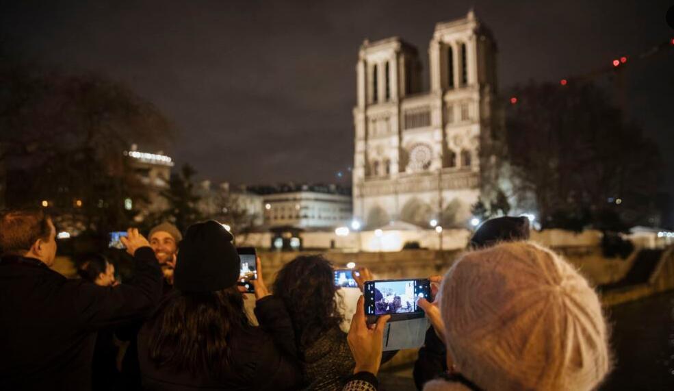 巴黎圣母院200年来首次取消圣诞弥撒.jpg