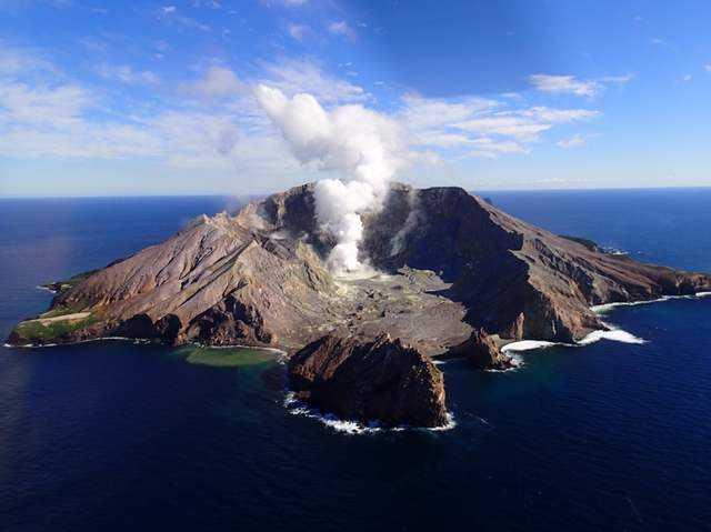 新西兰火山喷发.jpg