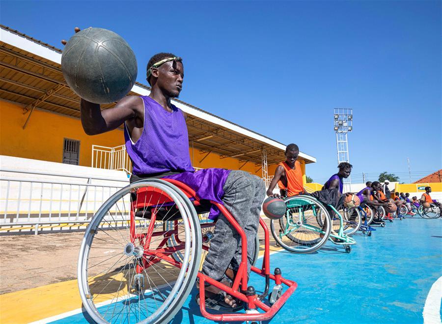 苏丹裔美国人推广轮椅篮球.jpg