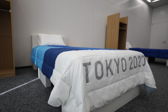 东京奥运村为运动员配备硬纸板床.jpeg