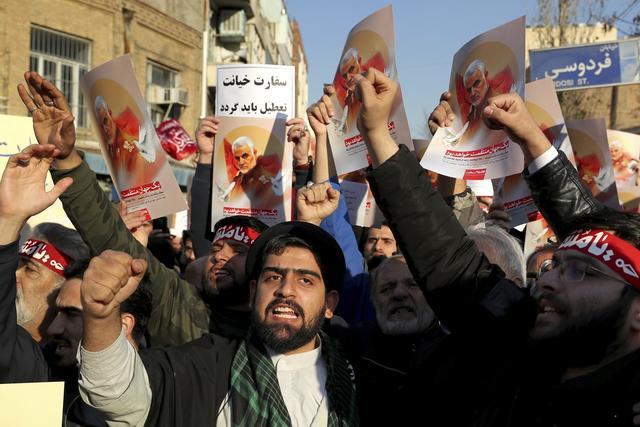 乌客机坠毁引发伊朗民众抗议.jpeg