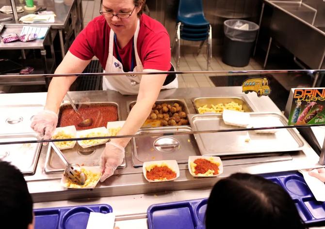 美国学校午餐将意大利面作为蔬菜.png