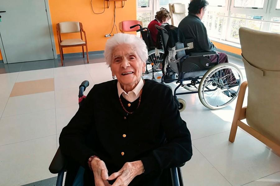意大利103岁老奶奶战胜新冠肺炎.jpg