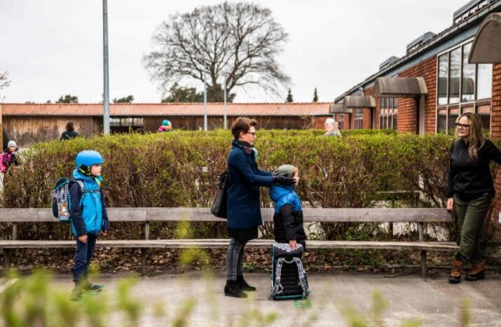 丹麦家长反对学校开课.jpg