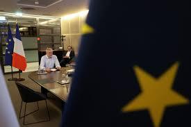 欧盟通过巨额救助计划.jpg