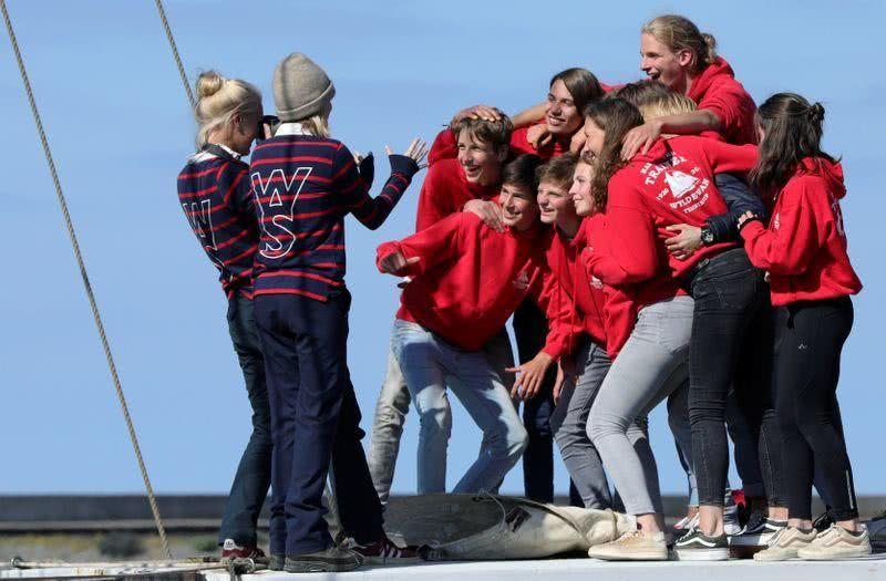 荷兰学生因疫情被迫横穿大西洋.jpg