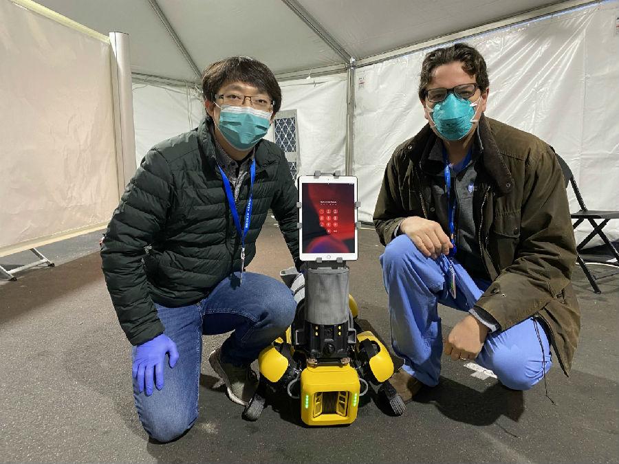 机器人活跃在抗疫一线,成人类好帮手.jpg