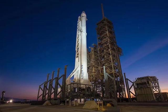 SpaceX首次载人火箭发射延期.jpg