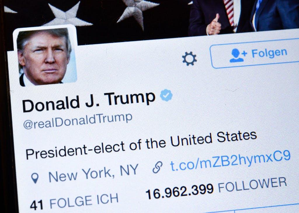 特朗普日更推特200条.jpg