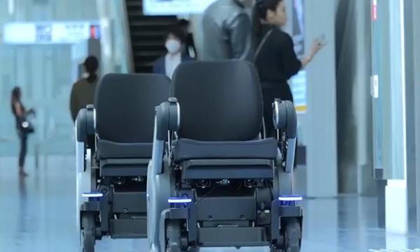 东京羽田机场引入电动轮椅.jpg