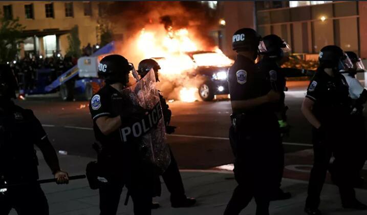 美国参议院提出警察改革法案.jpg