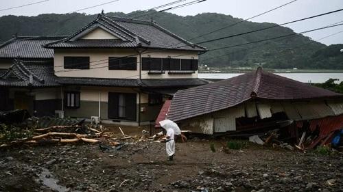 日本西南部遭洪水和疫情两面夹击.jpg