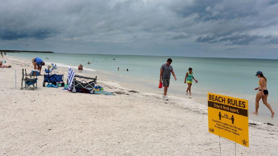 海滩重新开放.jpg