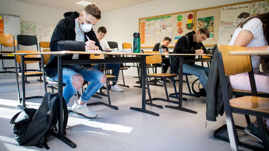 德国第一批学生重返校园