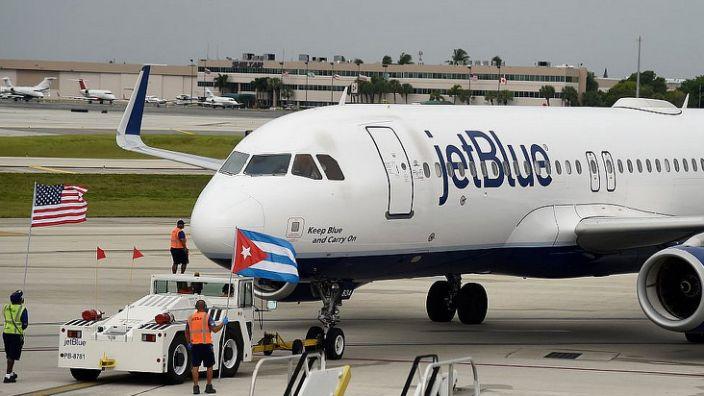 美国暂停飞往古巴的私人包机
