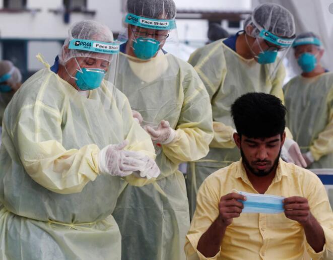 新加坡如何控制外劳感染数量.jpg