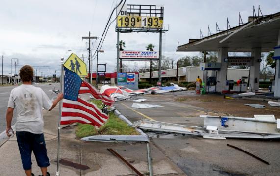 飓风劳拉逼近美国