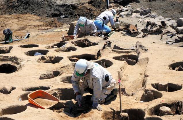 日本墓葬坑暗示19世纪曾爆发瘟疫.jpg