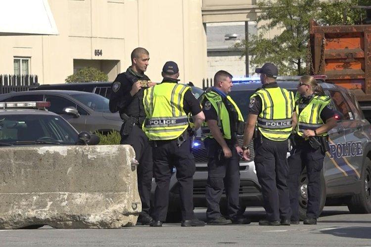涉嫌误杀布伦娜·泰勒的警察被起诉.jpg