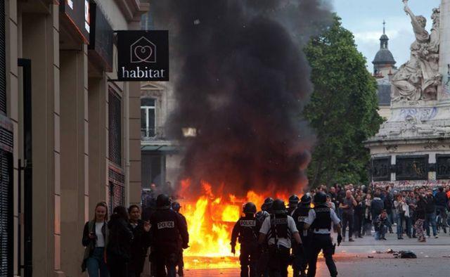 法国爆发大规模抗议示威.jpg