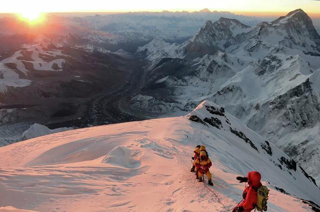 中国和尼泊尔重新测量珠峰高度.jpeg