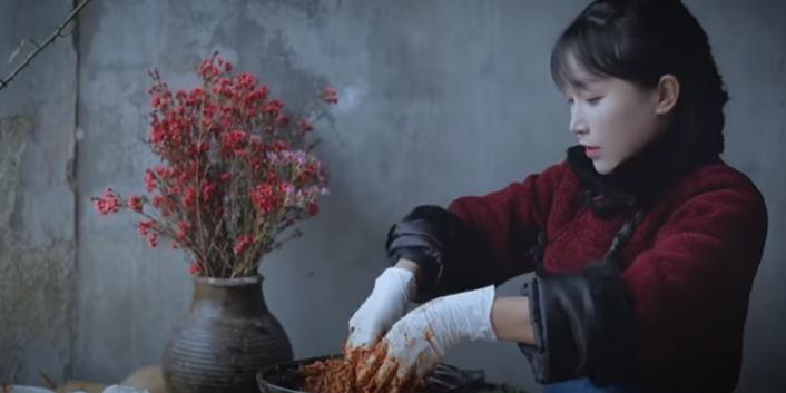 李子柒做泡菜遭韩国网友围攻.jpg