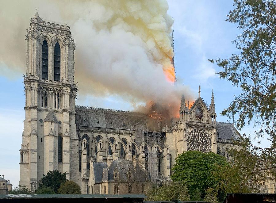 法巴黎圣母院开始修复.jpg