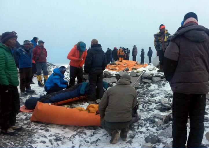 登山者计划4月重返珠峰.jpg